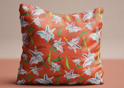 kussen met patroon lelie oranje