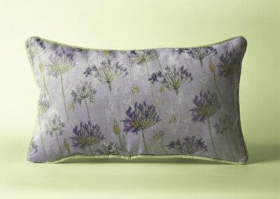 Rechthoekig kussen met patroon Agapanthus lila